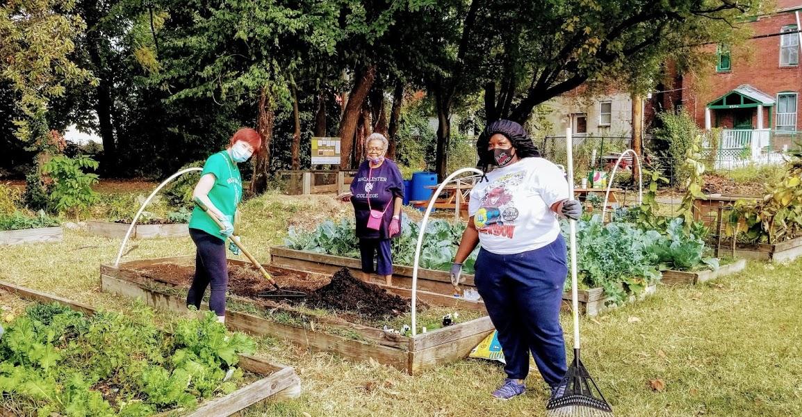Garden volunteers 3.jpg