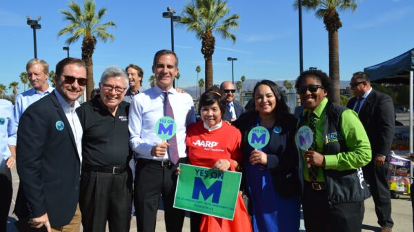 garcetti-and-aarp-volunteer-1024x681