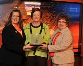 AARP Tennessee State Director Rebecca Kelly (L) and then-State President Margot Seay (R) present UT Coach Pat Summitt with an Inspire Award from AARP The Magazine