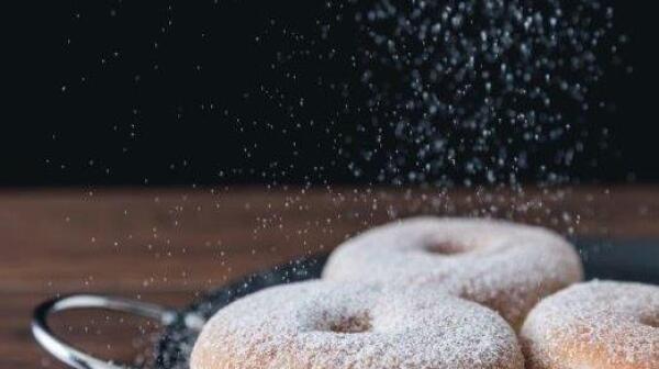 Donut_PowderedSugar_JulieBetts_500000_Evelyn Chavez