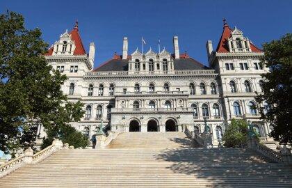 AARP: El acuerdo presupuestario del estado de Nueva York ofrece mejoras necesarias en el cuidado a…