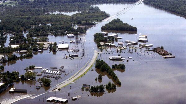 1280px-FEMA_-_1_-_Photograph_by_Dave_Saville_taken_on_09-19-1999_in_North_Carolina