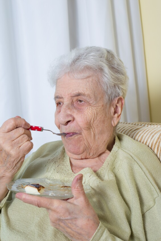 Older woman eating_hunger_bbbrrn_499,997