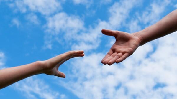 9765670S-hands