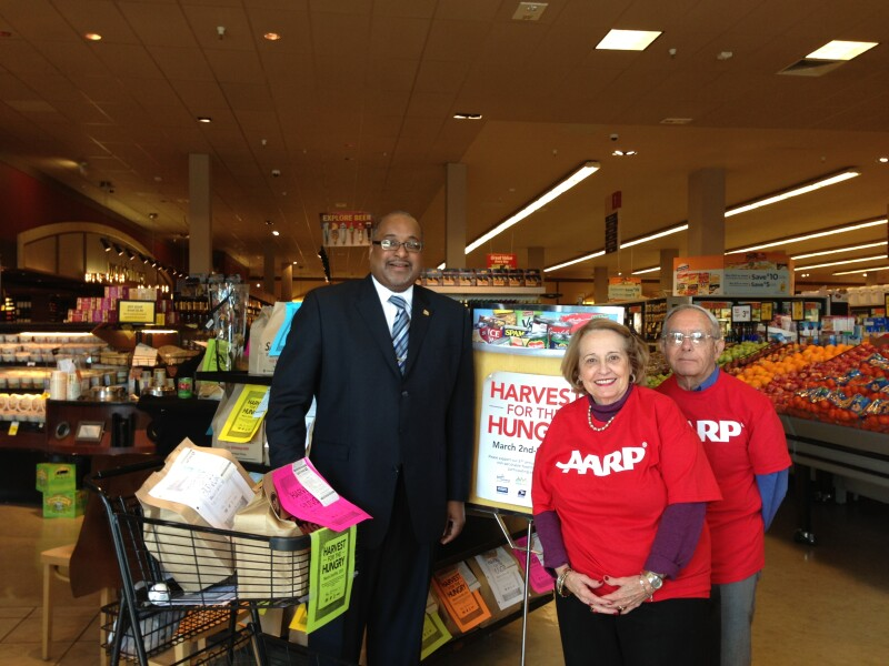 Regional VP of Mideast States Rawle Andrews stands with the Visallos in a Washington, DC area Safeway.