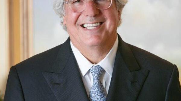 Frank Abagnale Photo 2.jpg