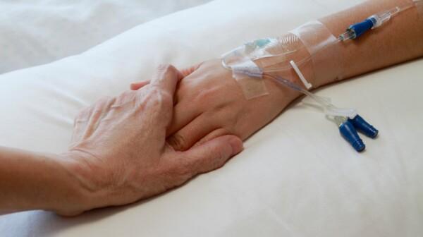 hospital-hands-kloop-499999.jpg