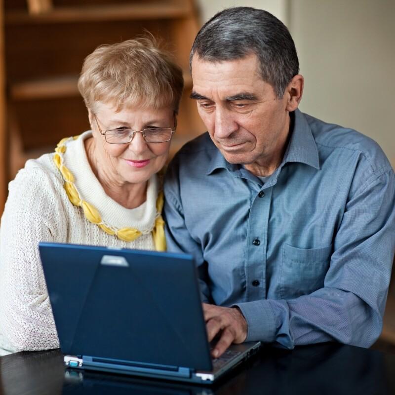 couple_laptop