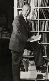 Woodson_Standing_in_Library-161x268