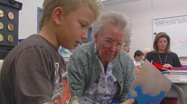 retirees volunteer