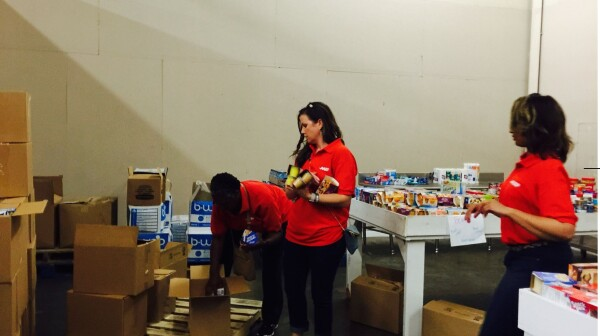 Volunteering Hunger 14249718_1114690715232968_7647030689581540437_o