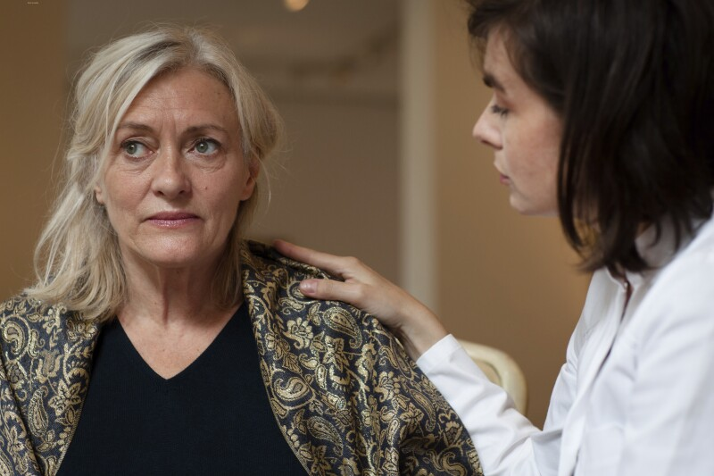dementia-caregiver-istock-000021210691-double-annedde-5.jpg