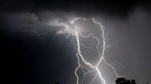 Monochrome Spaghetti Lightning