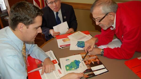 David Hinds shows map to legislators