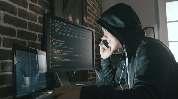118274_39_previewGetty Images phone scammer