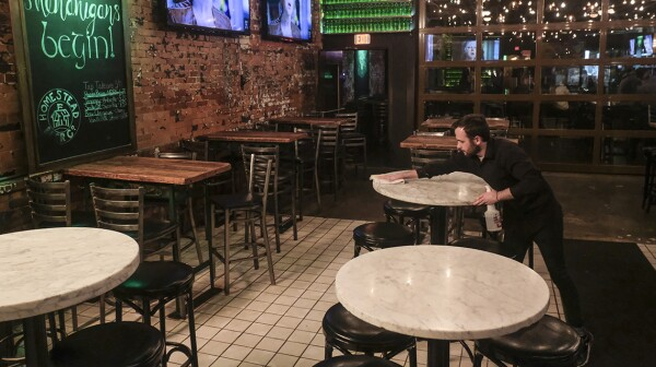 Ohio And Illinois Order All Bars And Restaurants To Close To Limit Spread Of Coronavirus