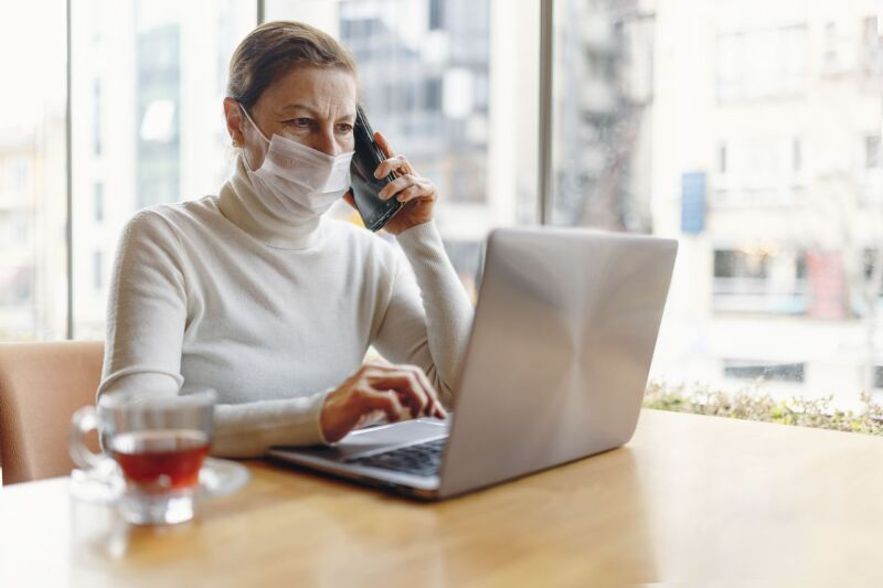 business woman with mask image 133900_39_preview.jpg