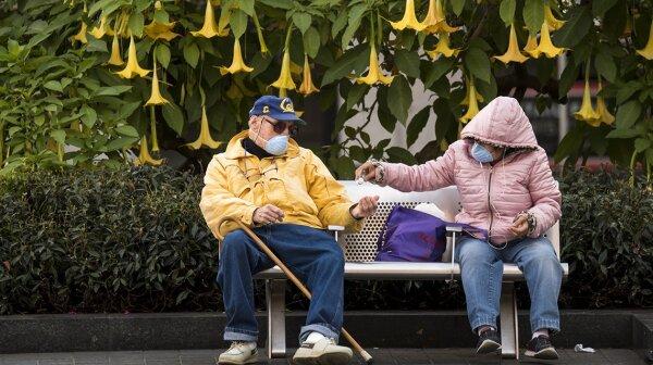 1140-people-on-park-bench-esp.web.jpg