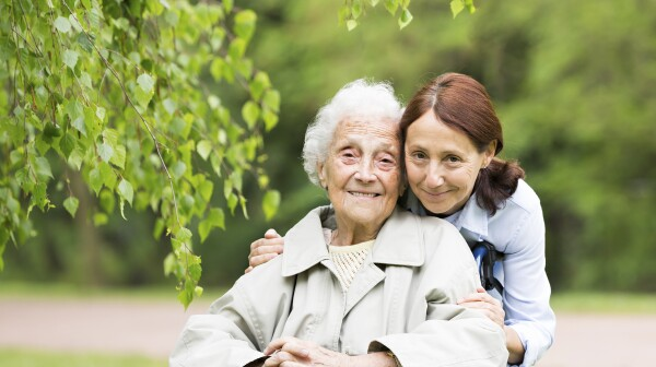 Mother_Daughter-Caregiver_© FredFroese_440000