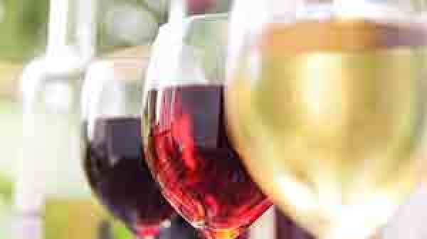 wine glasses © Moncherie