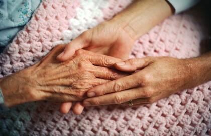 ¿Está su ser querido en un hogar de ancianos? 6 preguntas que debes hacer.