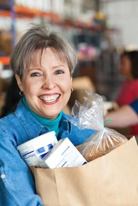 iStock_volunteer food pantry woman asiseeit