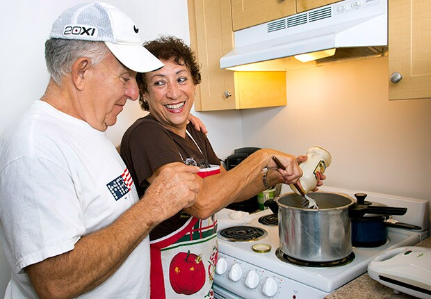 620-Fla-Dec-Hunger-state-news-Hernandez-cooking