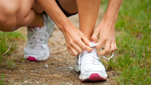 08.2014 tying shoe iStock_000017836295Small