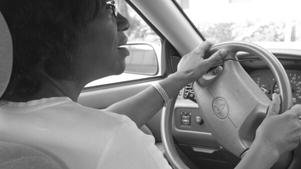 driver-over-the-shoulder-bw
