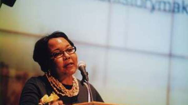 JulieannaRichardson-podium