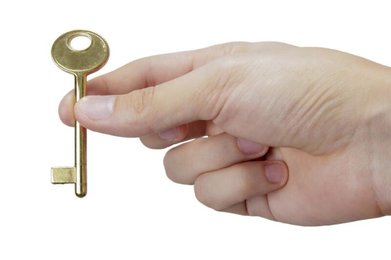 Hand holding key_HomeFit_iStock