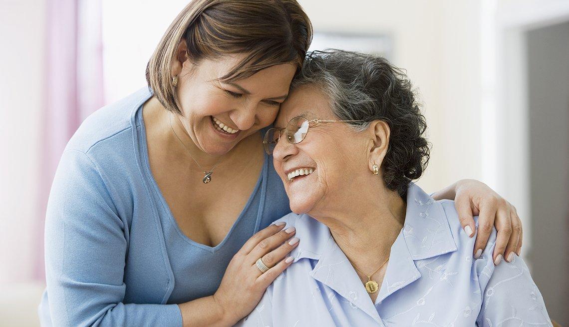 1140-caregiving-hispanic-mom-daughter-esp.web